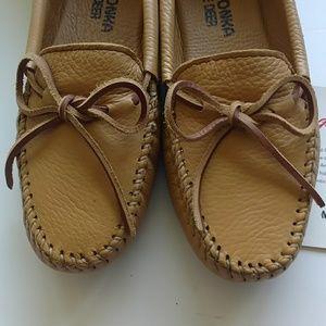 b81252647d6a Minnetonka Shoes - NWT Minnetonka Tan Double Deerskin Softsole - 8